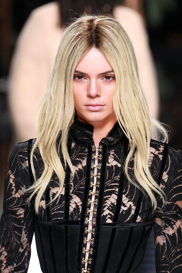 2. Kardashian ailesinden olunca ömrünüzde en az bir kere saçınızı oryele bulamak gibi bir zorunluluğunuz olmalı. Kendall Jenner da denedi...