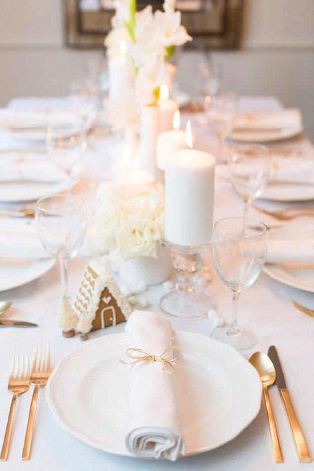 Hiç renklere girmeden, bembeyaz bir masa da alternatifiniz olabilir!