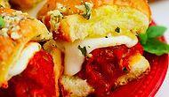 Sarımsaklı Ekmeği Pizzacıdan Çıkarıp Evdeki Her Yemeğin Yanına Davet Edecek 12 Tarif