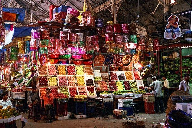 8. Yöresel lezzetleri bulmak isteyenlere: The Crawford Market, Mumbai