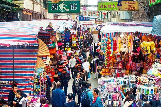 10. Geleneksel ürünler arayanlara: The Temple Street Night Market, Hong Kong