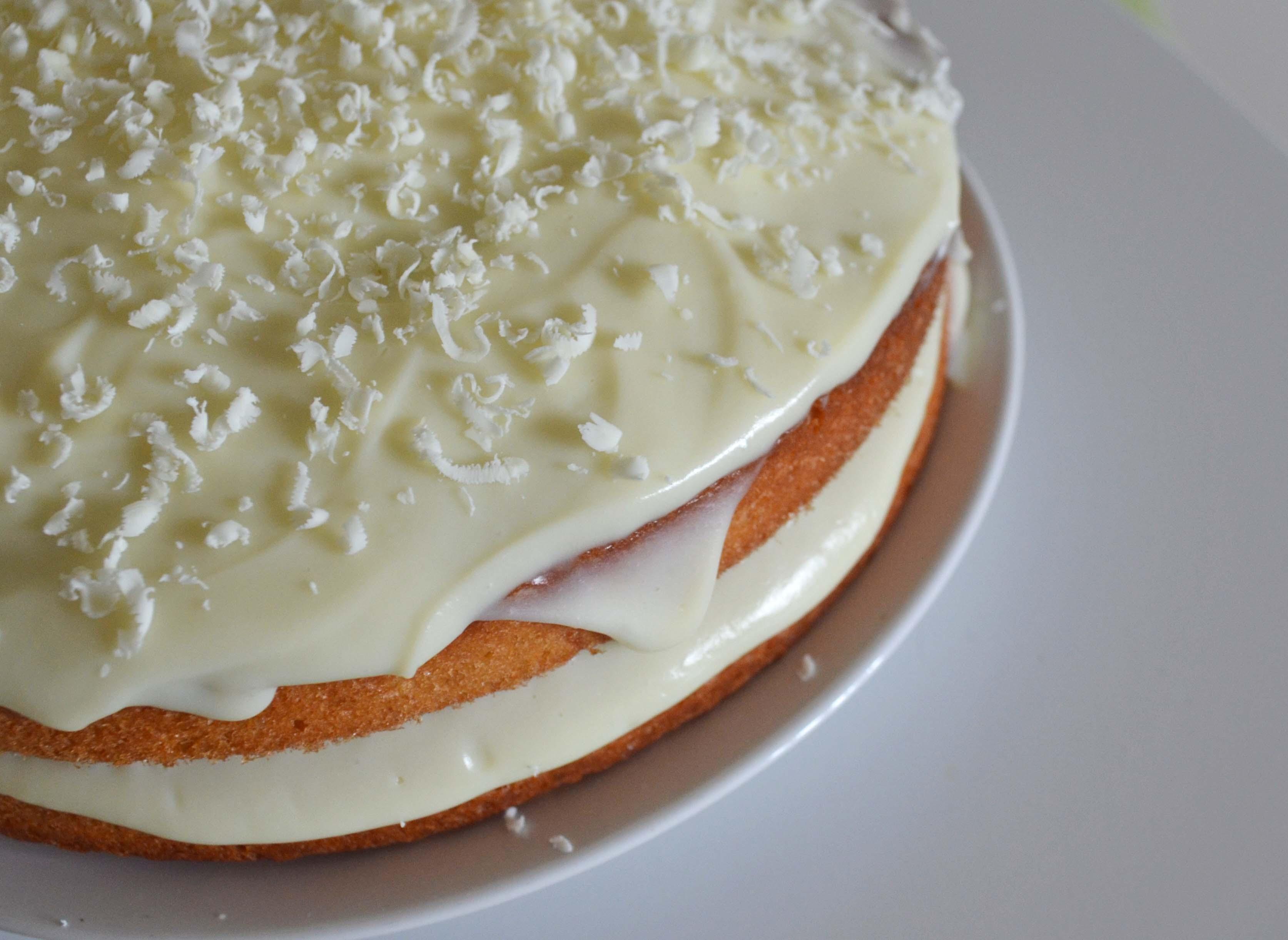 Akışkan Beyaz Çikolatalı Kek Tarifi