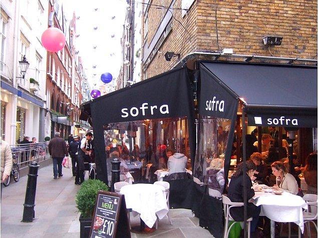 Dört sene sonra Özer, Londra'daki ilk lokantasını açmış.
