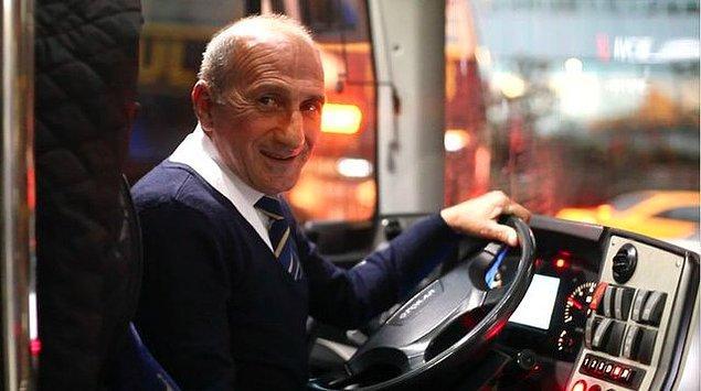 O sadece bir halk otobüsü şoförü değil. Yolcuların Hikmet Abisi, dostu, adeta ailenin büyüğü. İnsanlar otobüse biner gibi değil, misafirliğe gider gibi hissediyorlar.