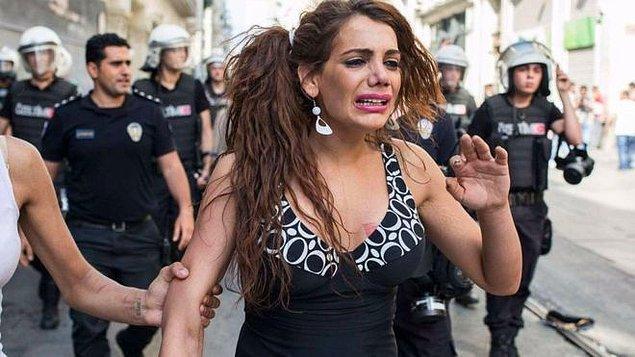 12. 14 Ağustos tarihinde Hande Kader yakılarak öldürüldü...