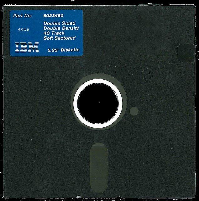 2. Bu kompüterler için 8 inç boyutundaki  IBM disketler üretildi.
