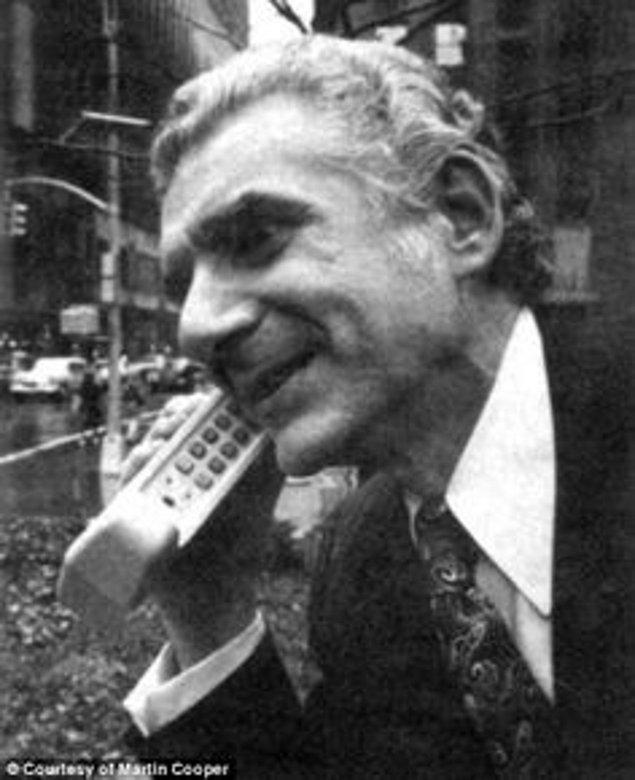 5. Telefonların yanınızda taşınabilecek hatta cebe girilebilecek hali icat edildi.