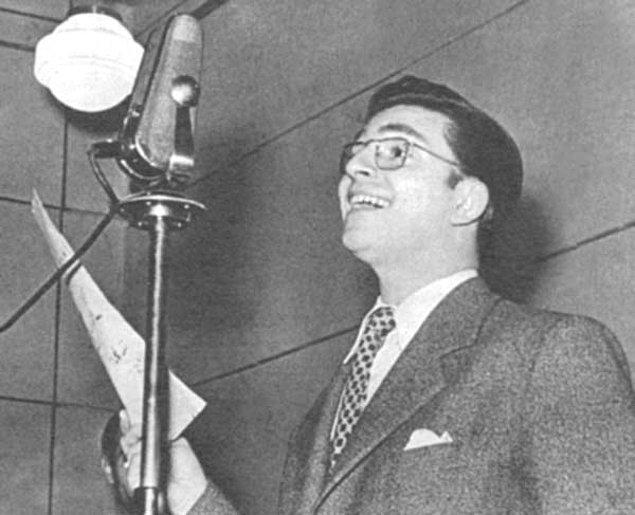 3. Radyoda Zeki Müren'in genellikle canlı olarak sunup şarkılarını seslendirdiği programını dinlerdik.