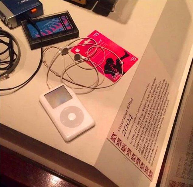 12. Orijinal iPod da aynı şekilde.
