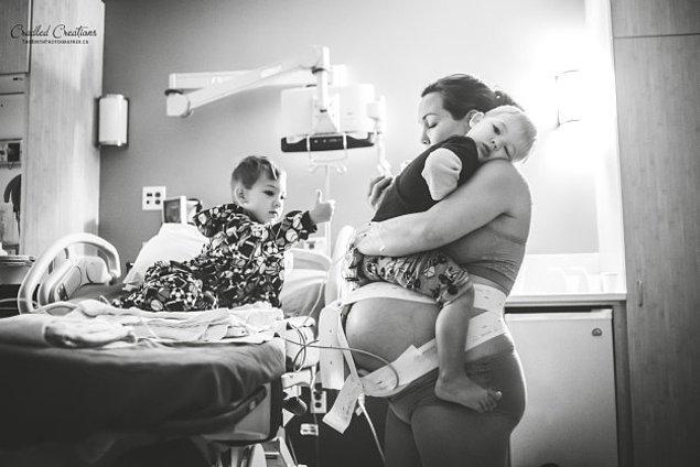 5. Doğmak üzere olan bebeğine rağmen diğer iki oğlunu ihmal etmeyen ilham verici anne.
