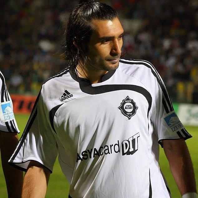 2007'de İzmir'in Karşıyaka kulübüne transfer oldu. 1 sezon sonra da bir başka İzmir kulübü Altay'a.