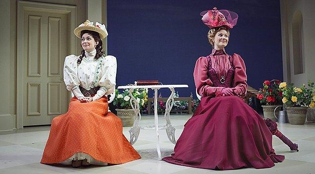 2. 'Earnest Olmanın Önemi' (Importance of Being Earnest) isimli tiyatro oyununu kaleme alan yazar kimdir?