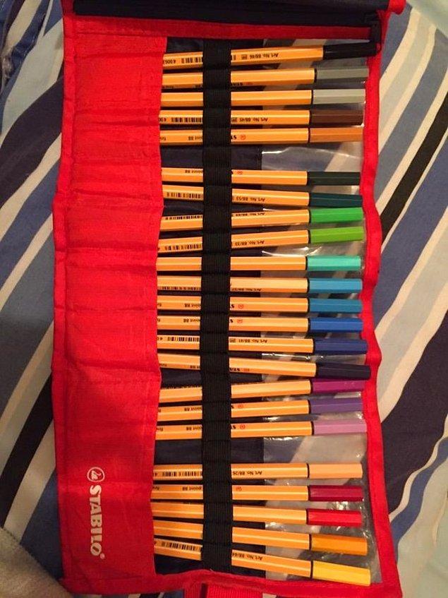 3. Yalnızca bir tane renkli kalemini kaybedersin ve artık set bozulmuştur. Eksik bir setin vardır! Setin tam değildir!