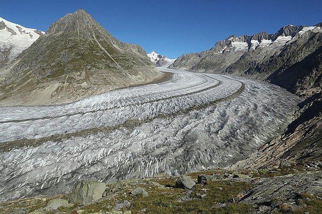23. İsviçre'nin 23km uzunluk ve 900m derinlik ile en büyük buzulu Aletsch hızla yok oluyor. Uzmanlara göre buzul, içinde bulunduğumuz yüzyıl içinde %90 oranında tahrip olabilir.