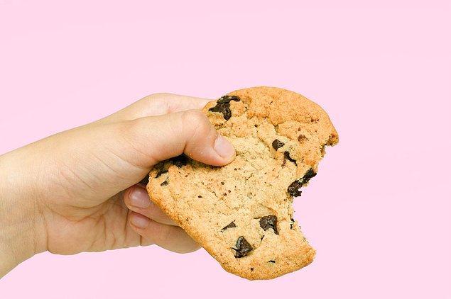"""16. """"Dengeli bir diyet iki elin aynı anda kurabiye tutmasıdır."""" Barbara Johnson"""