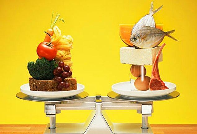 """19. """"Dengeli diyetin en önemli temeli, patates kızartması kadar ketçap yemektir"""" Fran Lebowitz"""