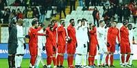 Türk Futbolu 'Şehitlere Saygı Maçı'nda Bir Araya Geldi