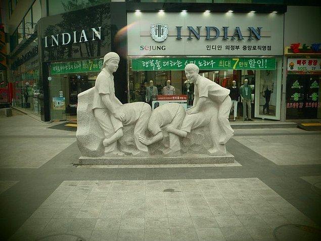 6. Uzun eşek heykeli aslında ülkemize yakışırdı ama neyse...