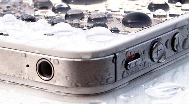 5. Japonya'da satılan akıllı telefonların %95'i su geçirmez özelliğe sahip. Gençlerin büyük çoğunluğu telefonlarını duşta kullanmaya devam ediyor.
