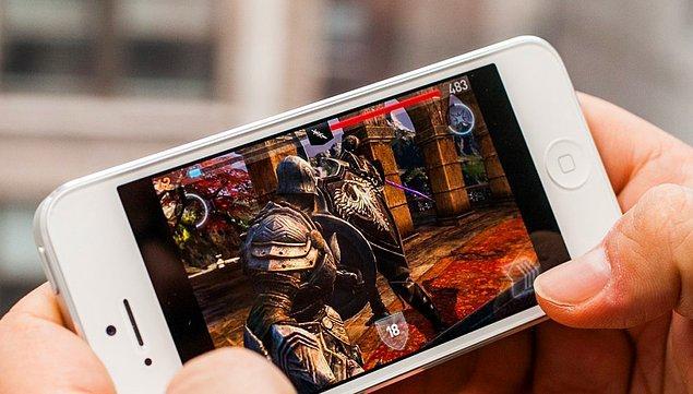 12. Akıllı telefonlarla geçirilen zamanın %16'sı eğlence (video, oyun vs.) için harcanıyor.