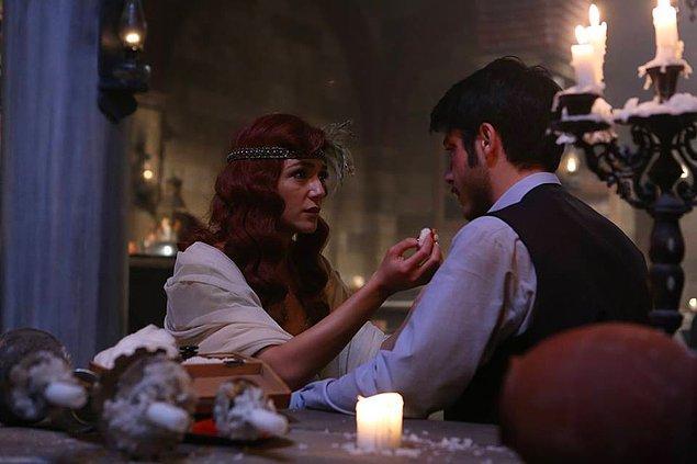 Dünyalar güzeli tatlı Eftelya yine atarlı giderli Türk erkeklerinin dertlerini dinliyor, mevzularıyla uğraşıyor...