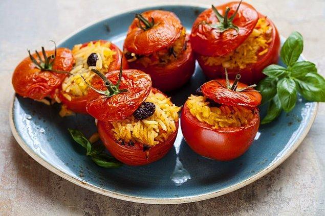 11. Fazla tercih edilmese de, eskilerimizden yadigar zeytinyağlı domates dolması.