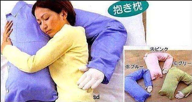 3. Yalnız kadınlar için üstünde uyumalık omuz yastık.