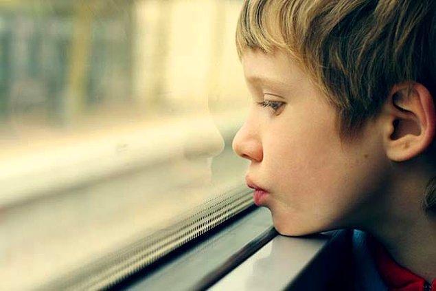 27. Ebeveynlerin, otizmli çocuklarla sağlıklı iletişim kurmayı öğrenmesinin, rahatsızlığın semptomlarını hafiflettiği keşfedildi.