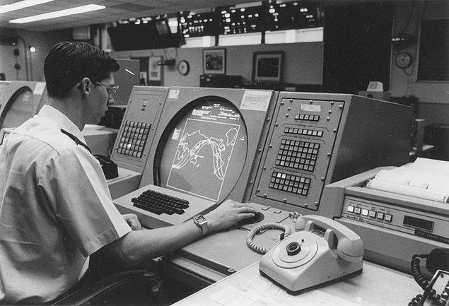 Yanlış alarma, NORAD tarafından muhtemel bir Sovyet saldırısına karşı tatbikat için geliştirilen bilgisayar simülasyonu sebep olmuştu.
