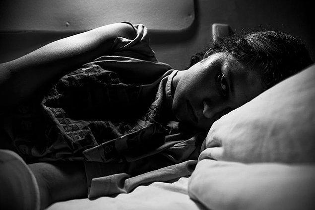 8. Böylece bu kötü hâlimi fotoğraflamaya başladım. Bu başa çıkamadığım tüm o duygularla mücadele etmemde bana yardımcı oldu.