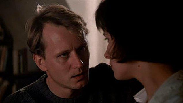 """12. """"Aşk kaybettiğimiz yarıyı özleyişimizdir işte."""""""