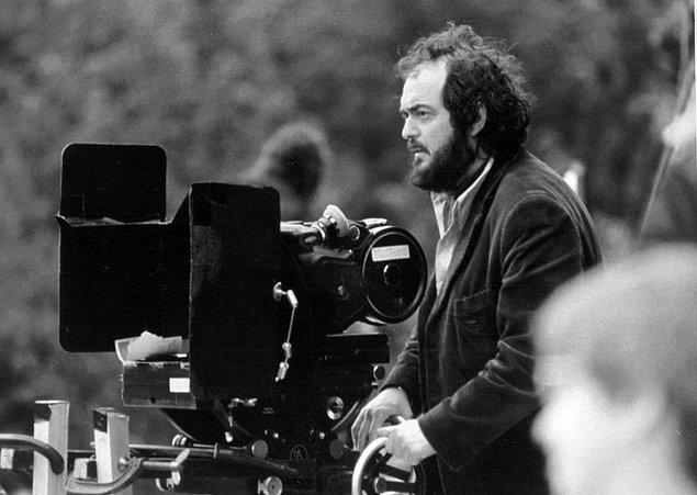14. Cinnet (1980) filmini çekmesi 5 sene, Full Metal Jacket (1987) filmini çekmesi 7 sene, Gözü Tamamen Kapalı (1999) filmini çekmesi ise 12 sene sürdü.