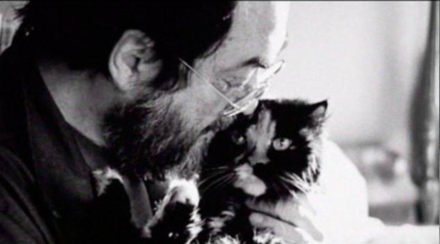17. Büyük bir hayvanseverdi. Öldüğünde 2 Terrier'i, 7 Golden Retriever'ı, 8 kedisi ve 4 tane de küçük eşeği vardı.