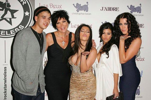 4. Kris Jenner'ın aşırı parlak kolyesi başrolde, zaten iyi koordine olamamışlar.