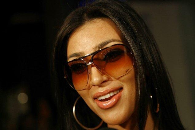 14. Kim Kardashian zamanın en trend gözlükleriyle.