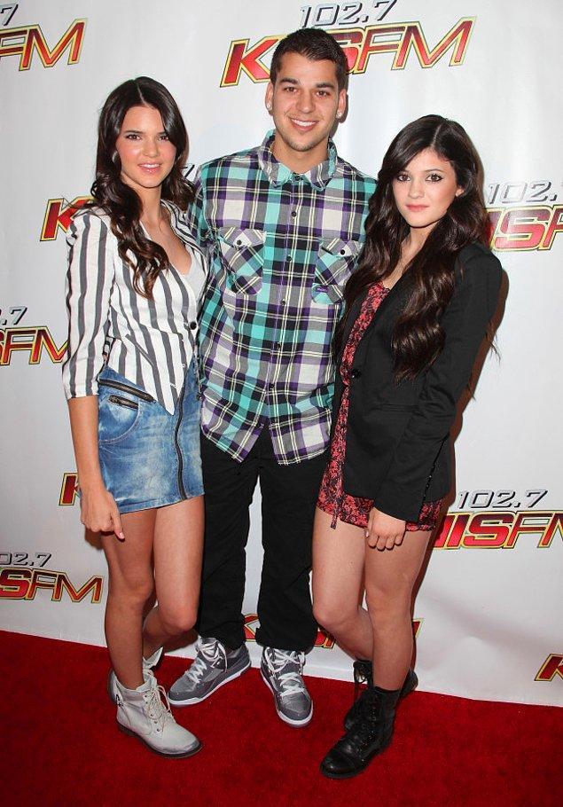 16. Kylie ve Rob tamam da Kendall'a tekrar tekrar baktığımızı inkar edemeyiz...