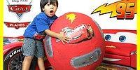 Sadece Oyuncaklarla Oynayarak Milyonlar Kazanan 5 Yaşındaki Ufaklık