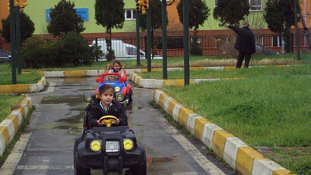 16. Çocukluğumuzun geçtiği trafik parkı