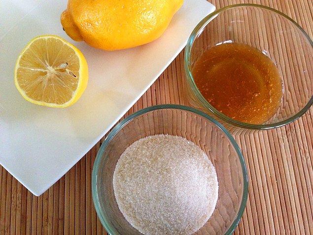10. Sirke ve limon ile ellerinin gençleşmesine izin ver.