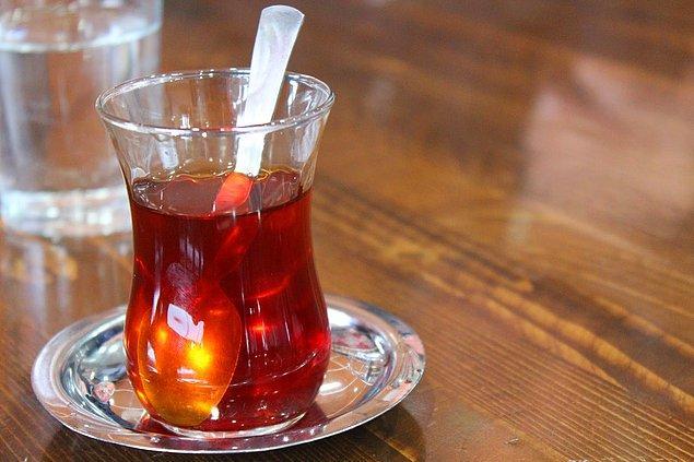 13. Yemek yedikten sonra masaya kendi kendine gelen ve asla adisyona yazılmayan çay.