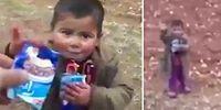 Türk Askerlerinin Suriyeli Çocuğa Çikolata İkramı