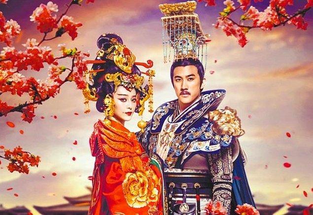 Wu Zetian kendinden önceki imparatoriçelere hiç benzemiyordu. Devlet işlerine daha fazla müdahale ediyor, siyasi olayların içerisinde başrol oynuyordu.