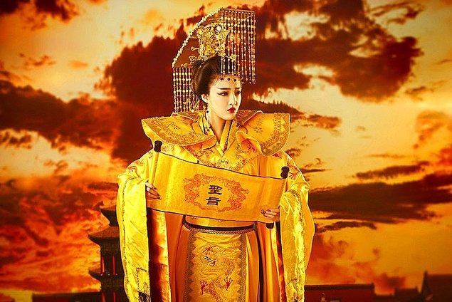 Wu Zetian artık resmen Çin'in hükümdarı olmuştu. Tang Hanedanı'nı ortadan kaldırdı, amacı hükümdarlığı kendi soyundan devam ettirmekti. Kadını ikinci plana atan geleneksel görüşleri yıktı.