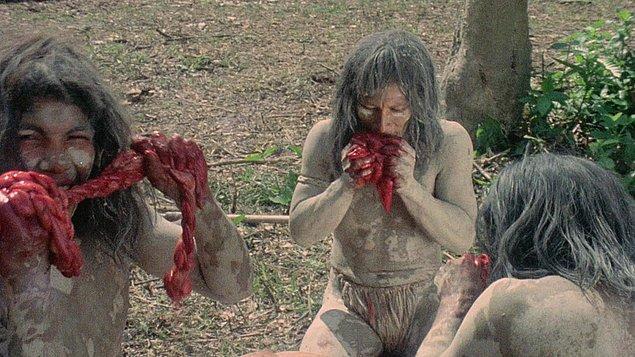 Esasen insan ırkının, başka bir insanın etiyle beslenmesi ya da onu yemesi, çok eski zamanlara dayanır. Yaklaşık 120.000 yıl önceye…