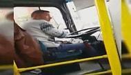Halk Otobüsü Kullanırken At Yarışı Oynayan Şoför