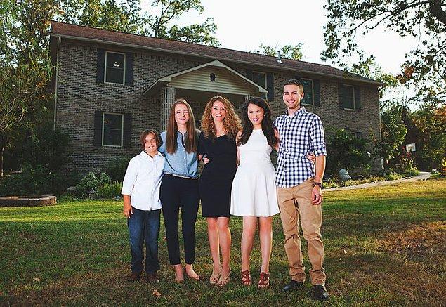 Bu aile, Cara Brookins ve çocukları Jada, Roman, Drew ve Hope.