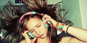 Müzik Dinlerken Bu Dünyadan Kopup Gidiyormuşçasına Kendini Kaptıranların 17 Özelliği