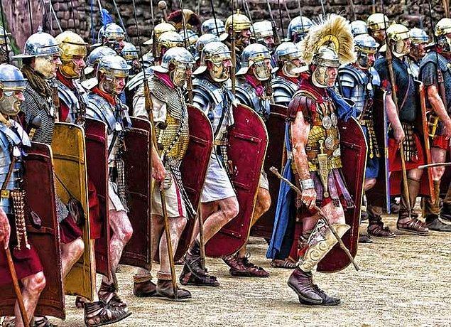 Roma bu isyanı bastırmak için 5 lejyon çıkarttı. Yaklaşık 30.000 kişilik bu kuvvetler nizamlı bir orduyu teşkil etmekle beraber çok güçlü teçhizatlara sahiptiler.