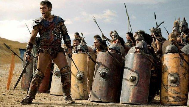 Spartaküs üzerine gelen ilk Roma kuvvetleri karşısında başarı kazandı. Fakat Crixus'un ölümü onu bir anda etkiledi ve fikirlerini tam tersine çevirdi.