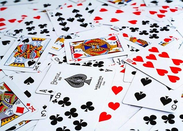 15. Dünya üzerinde bugüne kadar karılmış hiçbir kart destesinin birbiriyle aynı olmama ihtimali bir hayli yüksek.